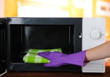 كيفية تنظيف الميكروويف من الداخل بطريقة سريعة