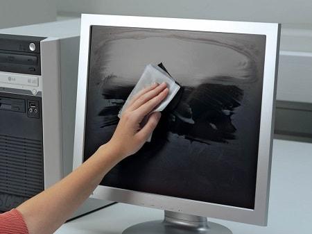 nevhodné metódy čistenia monitora