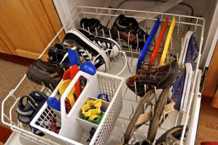كيفية تنظيف غسالة الصحون في المنزل