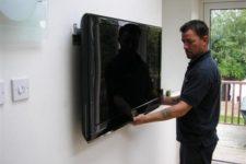Quels sont les avantages et les inconvénients du montage d'un téléviseur au mur