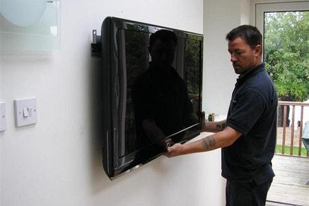 ¿Cuáles son los pros y los contras de montar un televisor en la pared?
